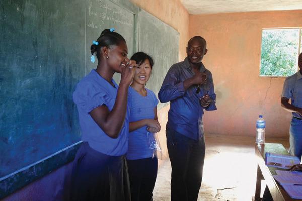 Feature_Haiti_Toothbrush05